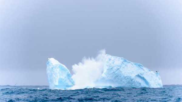 Gunung Es Antartika Berbentuk Kotak Sempurna Viral, Dibuat Alien?