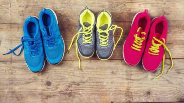 Ratusan Sepatu Ini Jadi Simbol Jumlah Kasus Bunuh Diri Anak