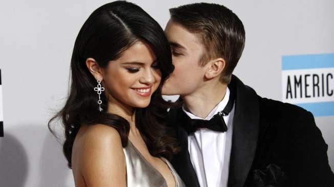 Justin Bieber Satroni Rumah Selena Gomez, Mau Balikan?