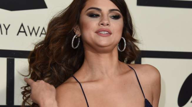 Selena Gomez Diikat di Ranjang dalam Klip Terbaru
