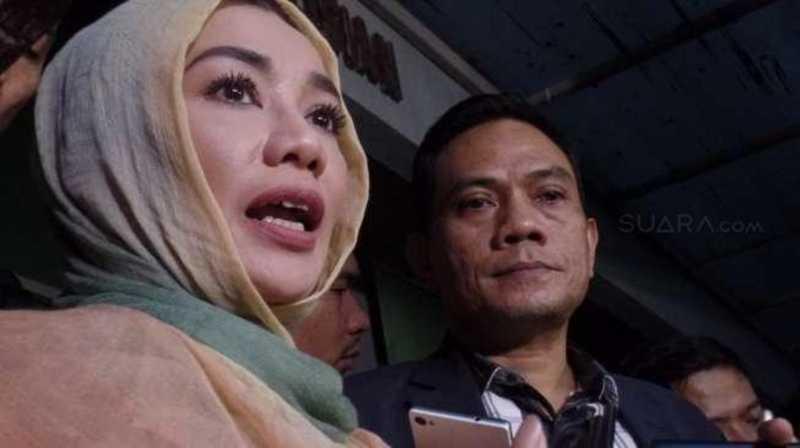 Hakim Tunda Periksa Reza Artamevia dalam Sidang Aa Gatot