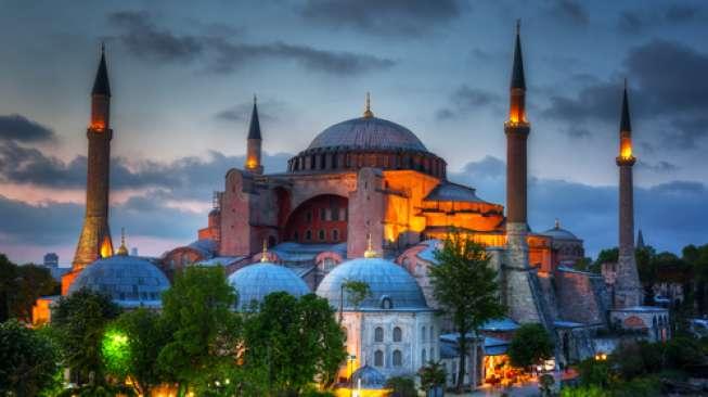 Paket Wisata Halal di Spanyol Hingga Moscow, Berapa Harganya?