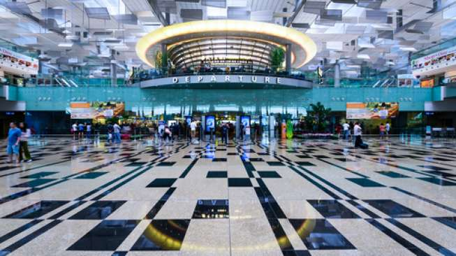 Siap-siap, Lihat Air Terjun Tertinggi Dunia di Bandara Changi
