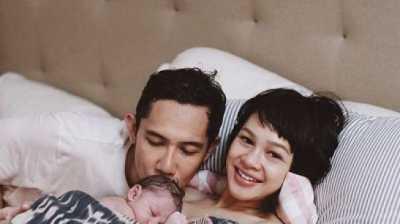 Sst..Andien dan Suami Lakukan Ini saat Anak Tidur