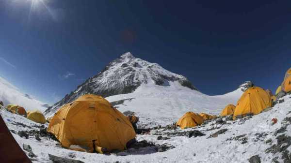 Ketika Gunung Everest Jadi Tempat Sampah Orang-Orang Kaya