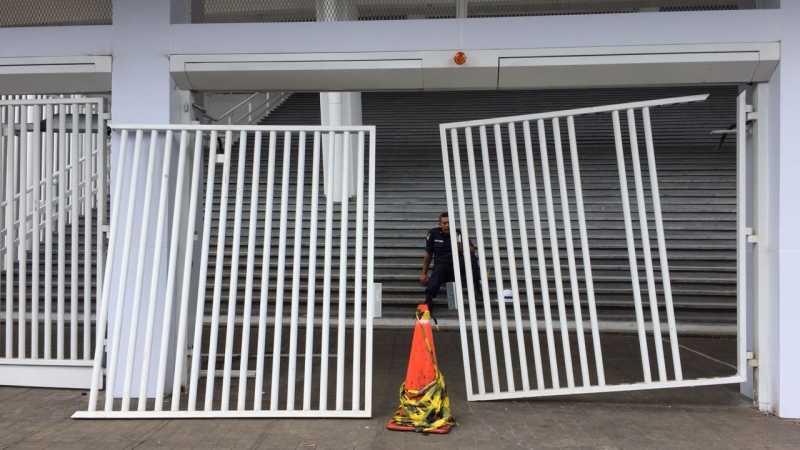 Kondisi Pintu SUGBK yang Dirusak Suporter saat Final Piala Presiden