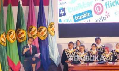 Jokowi Minta Perguruan Tinggi Buka Fakultas Medsos