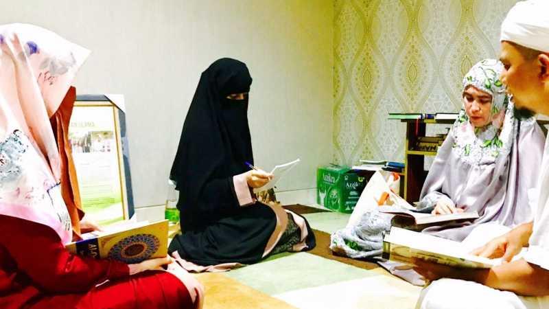 Berkenalan dengan 3 Istri Bidadari Arifin Ilham