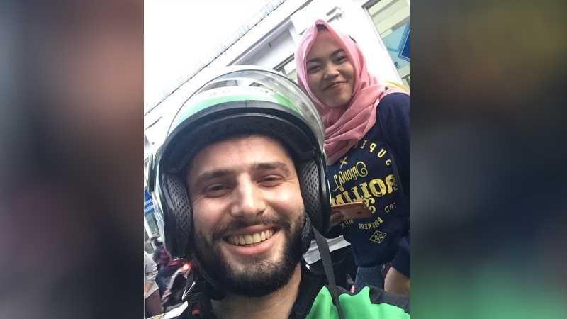 Driver Go-Jek Bule Anton Lucanus:Saya Sedang Sibuk Cari Penumpang