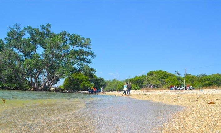 Pantai Kutang, Tempat Favorit Selfie di Sore Hari