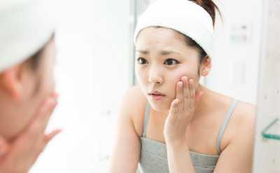 Sering Pakai Make Up Tebal Bisa Ganggu Kesehatan Mental