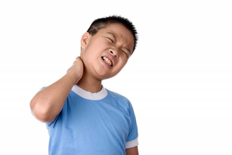5 Penyebab Sakit Leher yang Sering Terjadi Pada Anak-Anak