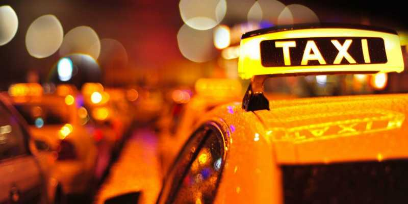 Order Taksi Online, Penumpang Kaget Si Sopir Lupa Pakai Celana