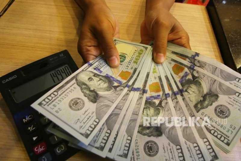 Dolar AS Sudah Dijual Rp 15 Ribu di Money Changer