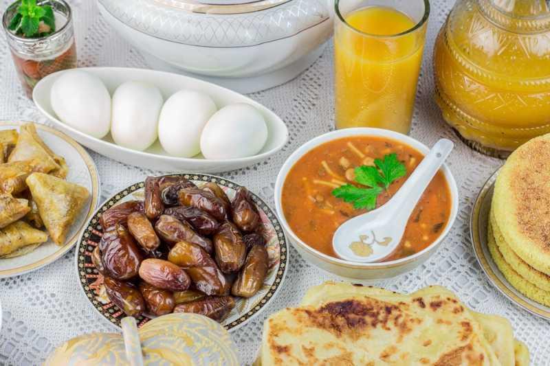 4 Jenis Makanan yang Wajib Ada Saat Sahur (Beserta Porsinya)
