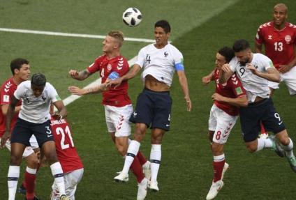 Tanpa Gol, Penonton Soraki Pertandingan Perancis vs Denmark