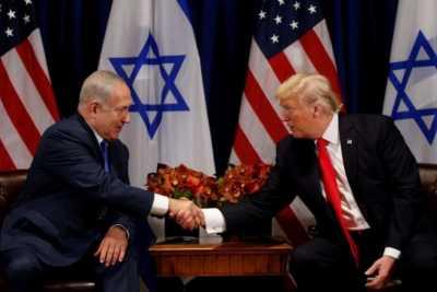 Donald Trump dan Netanyahu Berciuman Bibir