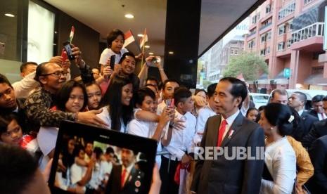 Jokowi Ngevlog di Pinggir Sydney Opera House