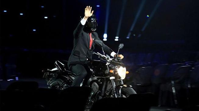 Yamaha FZ1 Jokowi & Gaya Para Pemimpin Negara dengan Motornya