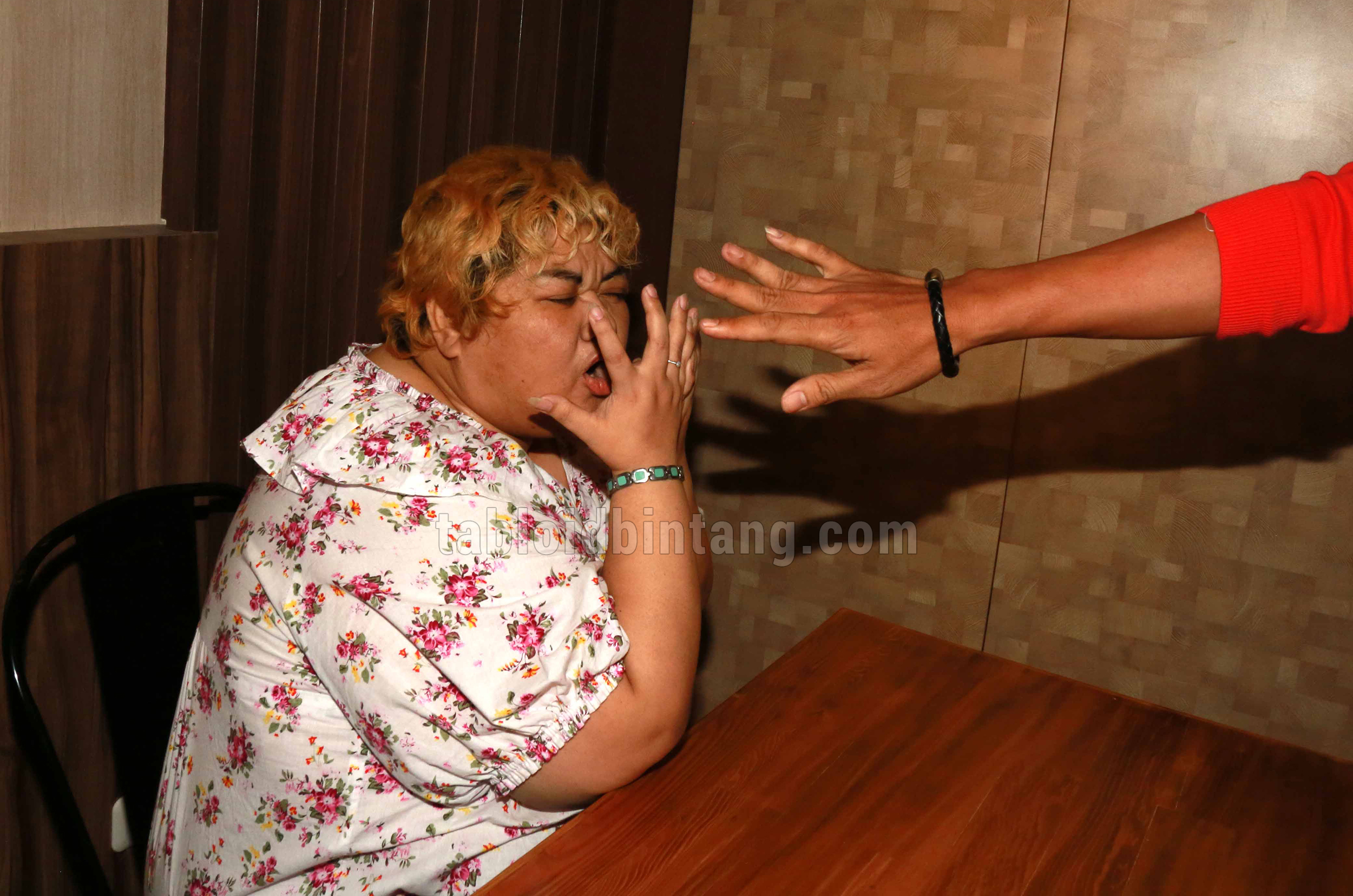 Menangis, Pretty Asmara Minta Bantuan Vicky Prasetyo
