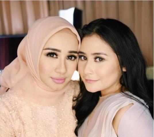 Ketika Prilly Latuconsina dan Laudya Cynthia Bella Foto Bareng