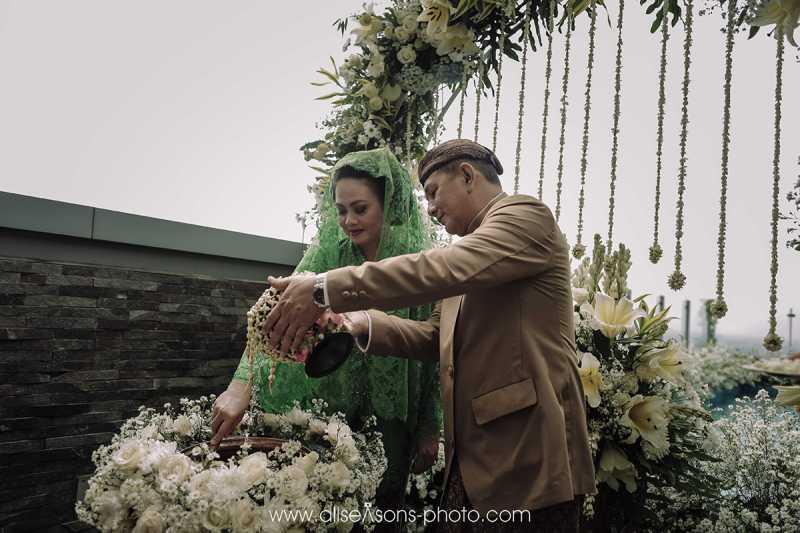 Tangis Bobby Nasution Tumpah saat Siraman dan Sungkeman