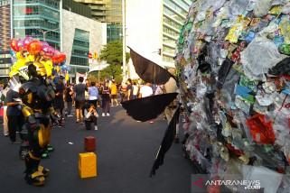 Monster Plastik Seberat 500 kg Diarak Keliling Jakarta