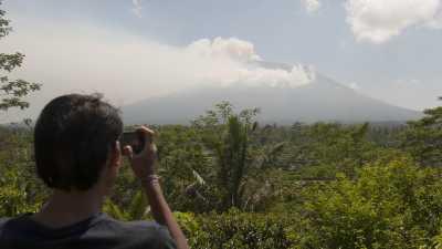 Gunung Agung Berstatus Awas, Penerbangan di Bali Masih Aman