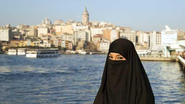 Aljazair Larang Pekerja Perempuan Mengenakan Cadar di Tempat Kerja