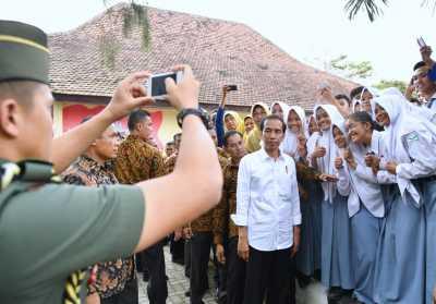 Jokowi: Semua Orang Sekarang Sibuk dengan HP Masing-masing