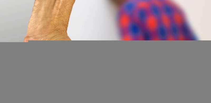 Kesal iPhone X Miliknya Bermasalah, Pria Pukul Penjaga Toko