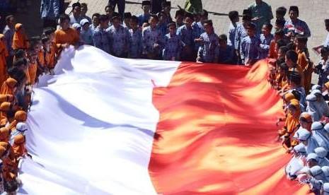 Bendera Raksasa Diarak Menuju Rengasdengklok