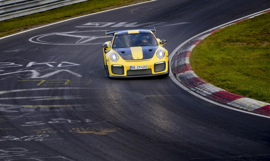 Porsche 911 GT2 RS, Si Buas dan Pencetak Rekor Tercepat