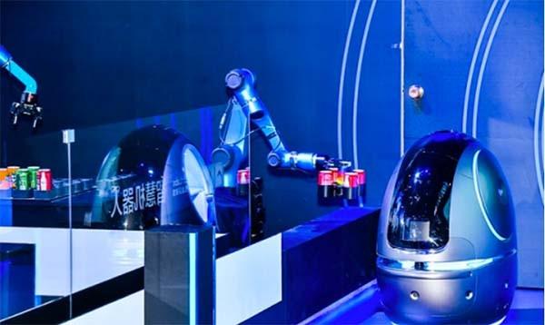 Robot Alibaba Siap Layani Tamu Hotel