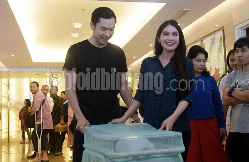 Semula Berniat Cesar, Sandra Dewi Akhirnya Melahirkan Secara Normal. Kenapa?