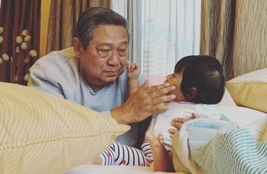 Main Bersama Cucunya, Wajah SBY Jadi Sorotan Netizen