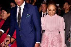 Cincin tunangan J.Lo diperkirakan seharga 1 juta dolar