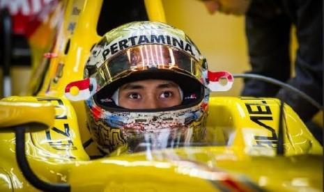 Sirkuit F2 Bahrain di Mata Sean Gelael