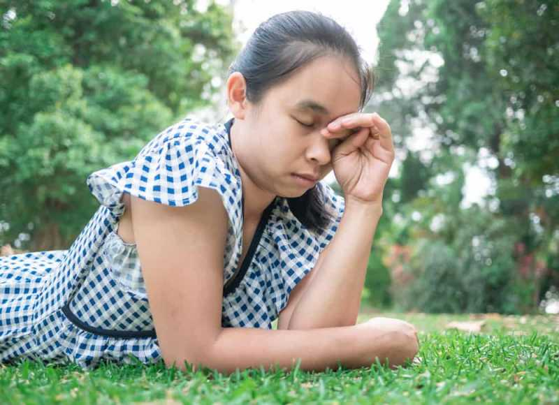 4 Cara Mencegah Sekaligus Mengatasi Ketombe di Alis