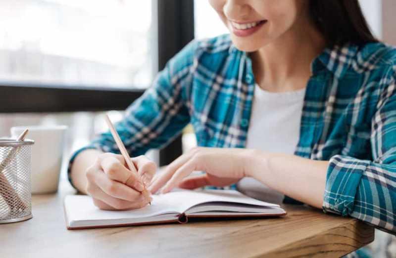 Menulis vs Mengetik, Mana yang Lebih Baik untuk Kesehatan?