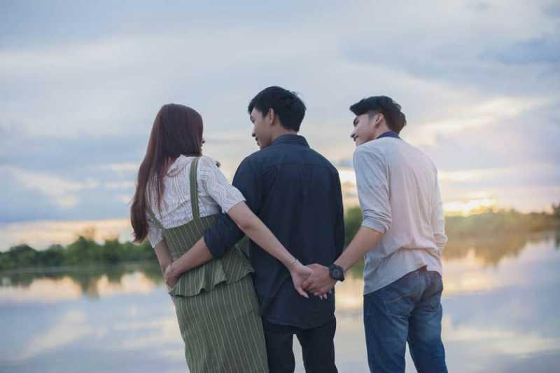 Alasan Kuat untuk Keluar dan Move On dari Rumitnya Cinta Segitiga