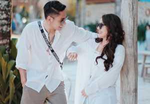 Dibilang Vulgar, ini Respons Siti Badriah tentang Foto Mandi Bareng Suami