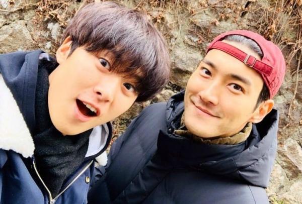 Saling Dukung, Gong Myung Unggah Foto Keakraban dengan Choi Siwon