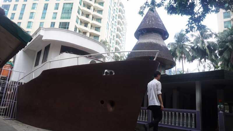 Selain Al-Quran Raksasa, Masjid Perahu Juga Simpan 1 Kilogram Emas