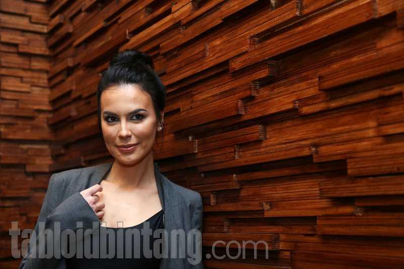 Sophia Latjuba Lebih Hati-Hati Memilih Barang yang Dikenakan