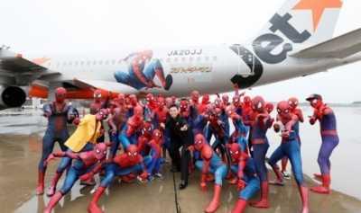 Maskapai Ini Hadirkan 40 Spiderman dalam Pesawat