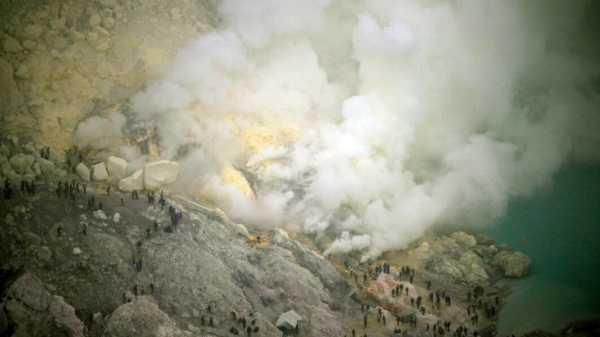 30 Orang Dirawat Akibat Semburan Gas Belerang Kawah Ijen