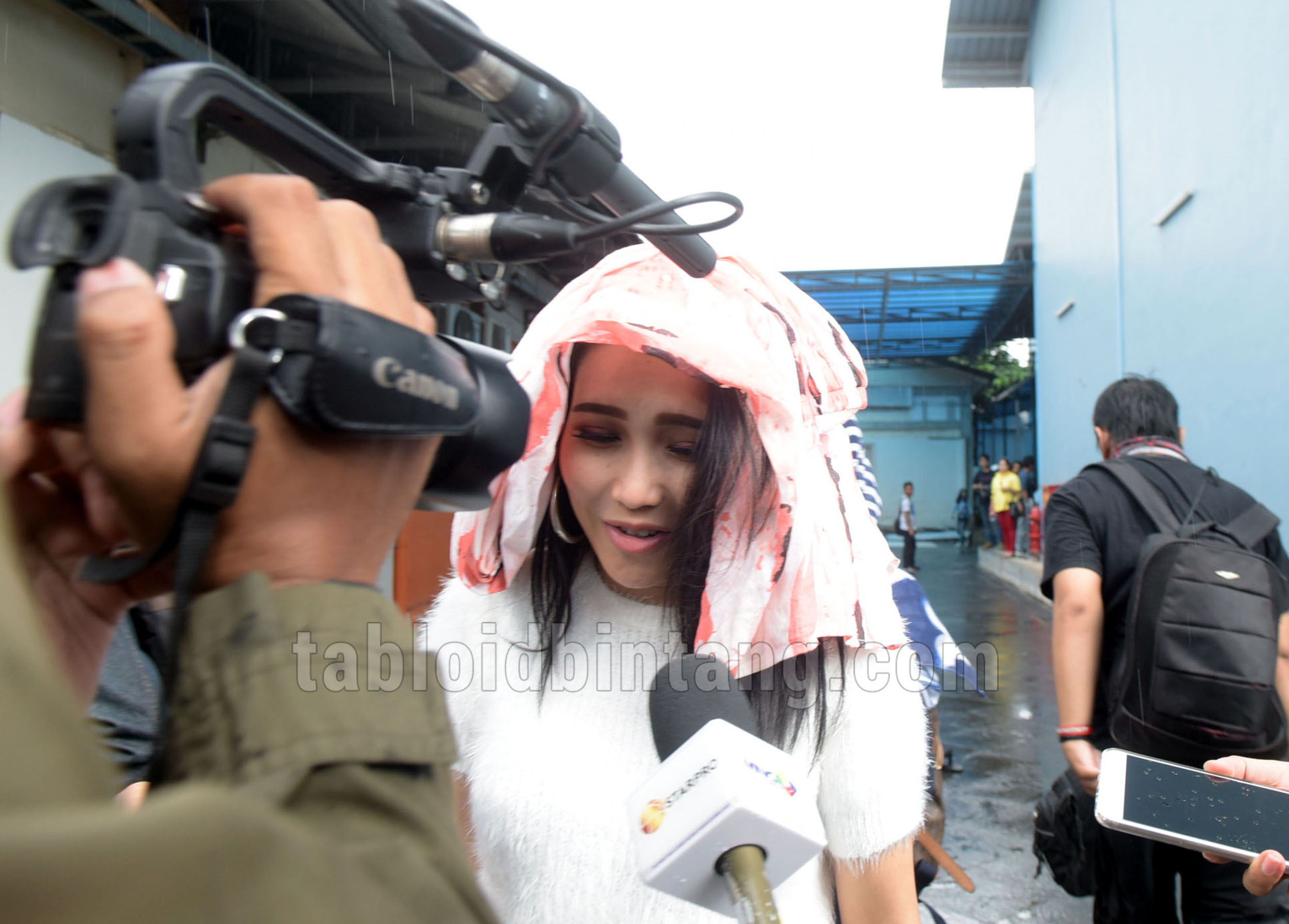 Fans Ayu Ting Ting - Via Vallen Ribut, Ini Saran Lia Ladysta