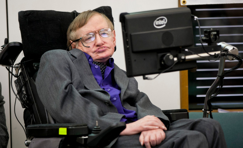Kursi Roda dan Tesis Stephen Hawking Dilelang, Berminat?