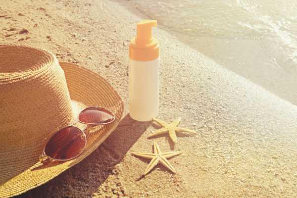Kiat Mengatasi Kulit Terbakar Sinar Matahari Setelah Pulang Liburan di Pantai